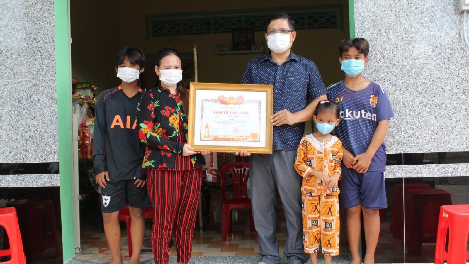 Bạc Liêu trao bằng Tổ quốc ghi công cho công dân hy sinh để cứu người