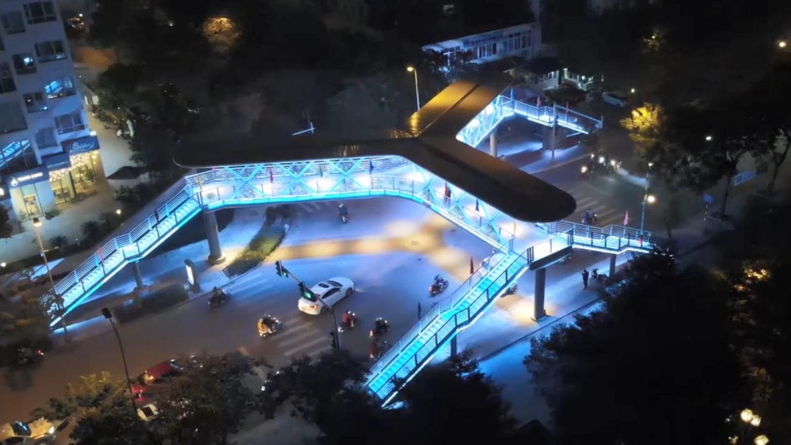 Cầu chữ Y ở Hà Nội được lắp đèn led đổi màu, huyền ảo trong đêm