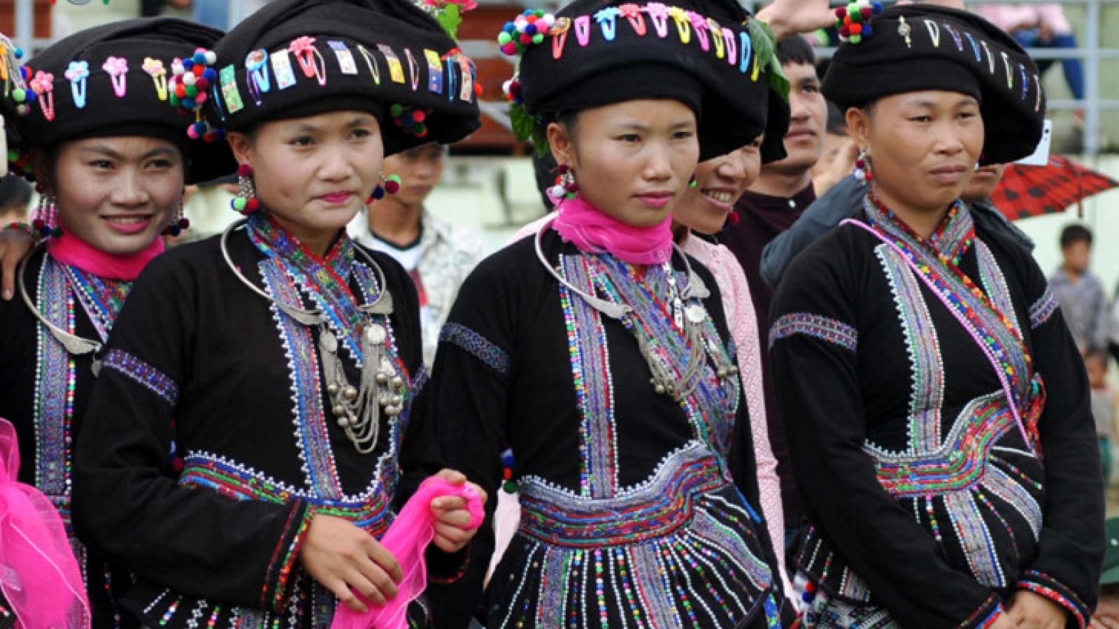Traditional costumes of the Lu ethnic minority