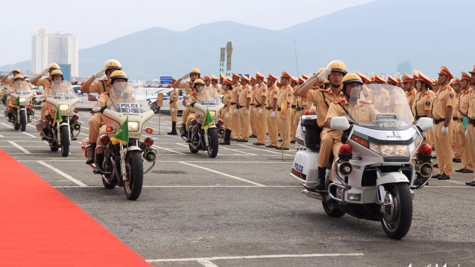 Nearly 800 traffic cops ready for APEC week in Da Nang