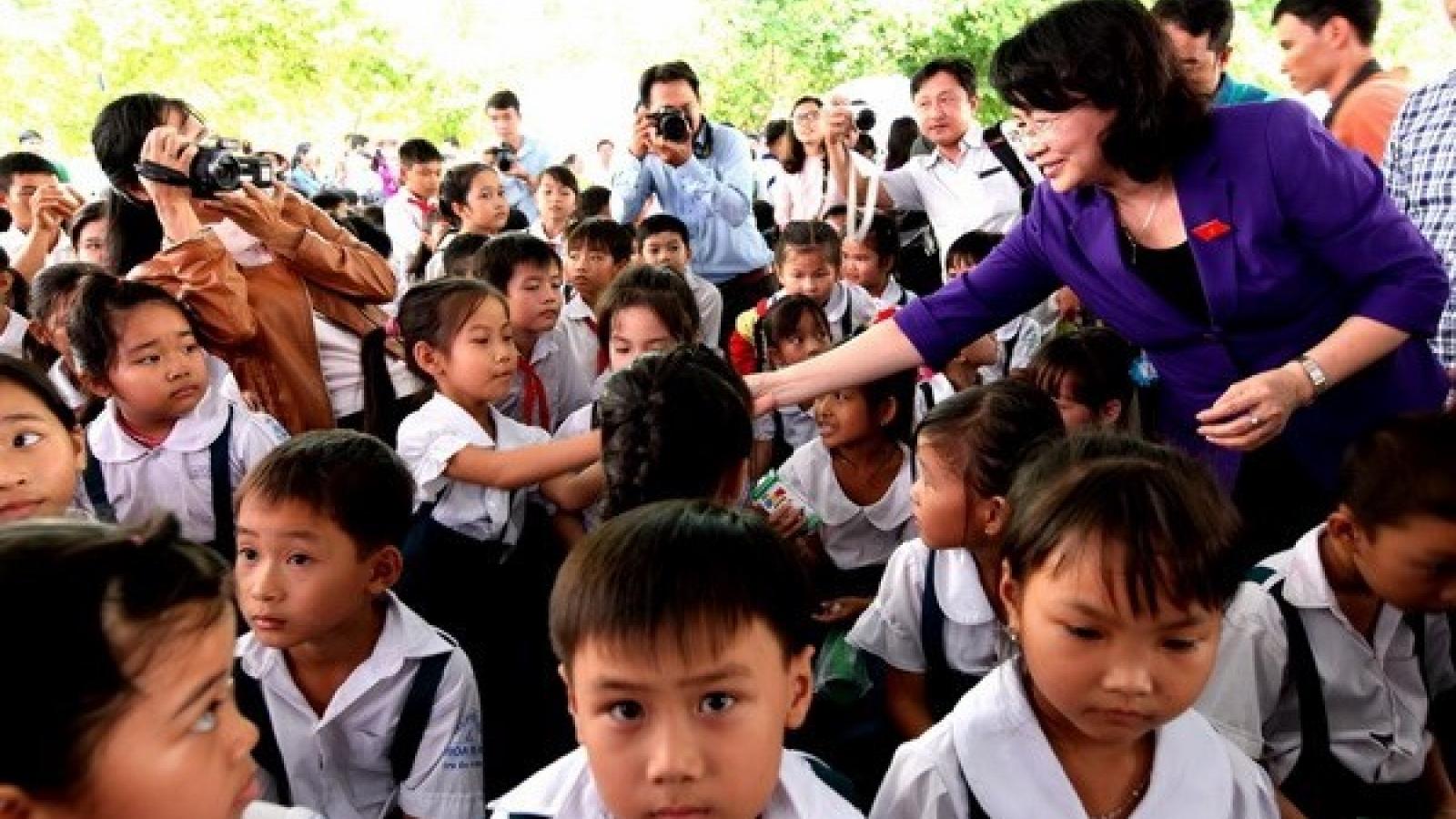 Vinh Long: over 1,400 kids get free milk