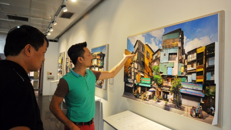 Hanoi apartment buildings recreated in 3D painting exhibition