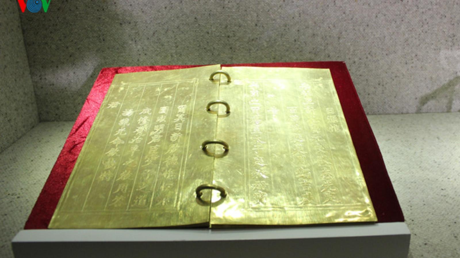 Priceless golden books from Nguyen Dynasty go on exhibit