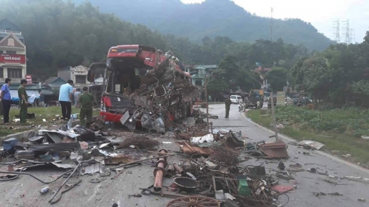 Three dead with a further 31 injured in Hoa Binh road traffic accident