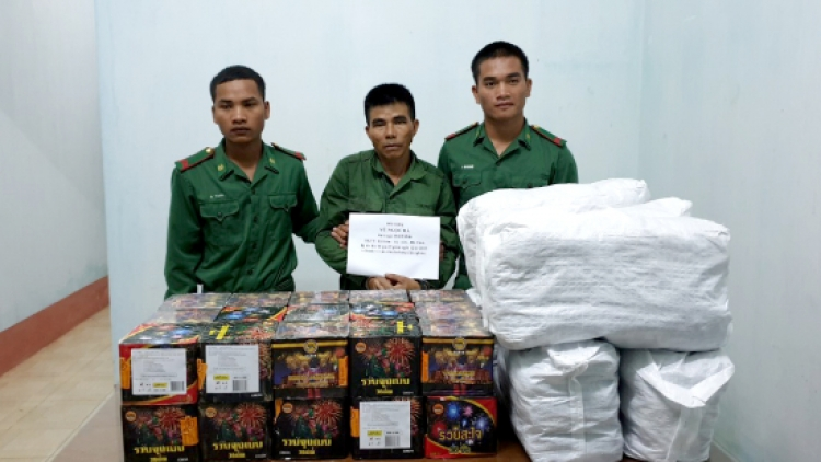 Border guards in Kon Tum seize 66 kg of illegal firecrackers