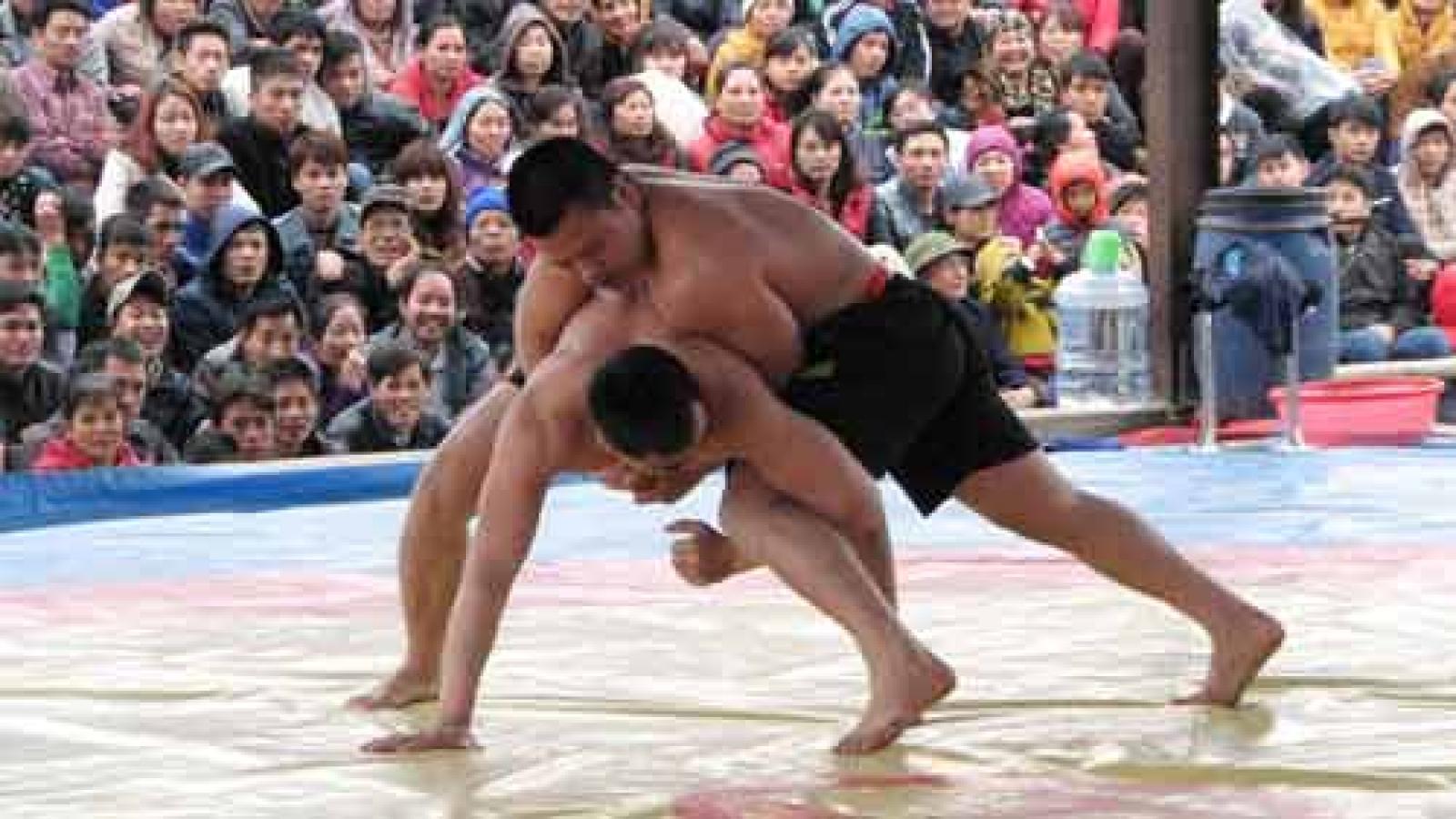 Wrestling festival draws thousands