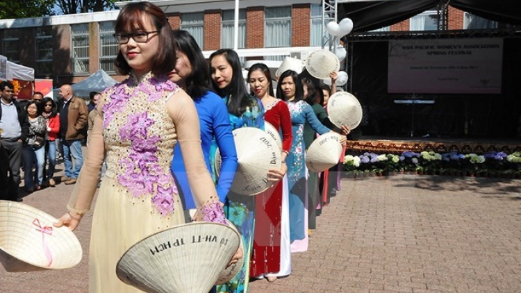 Handicrafts, traditional cuisine promoted at APWA festival