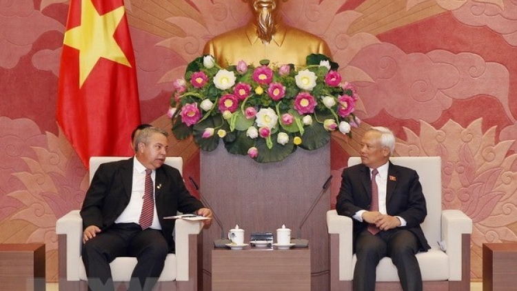Cuba looks to learn from Vietnam's constitutional amendment