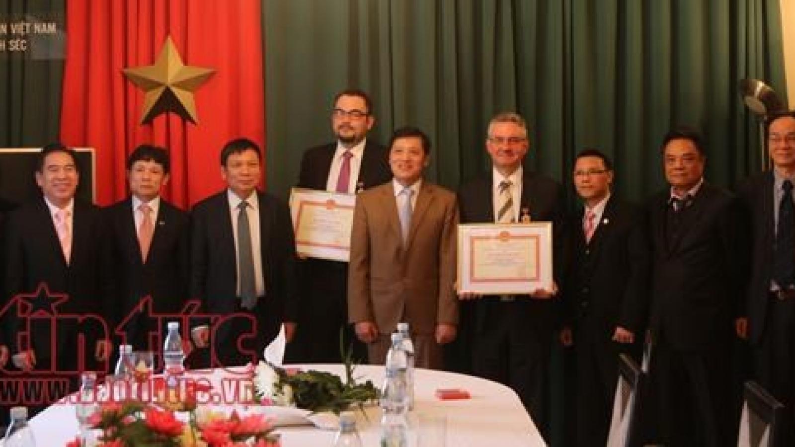 Czech promoters of Vietnamese culture honoured