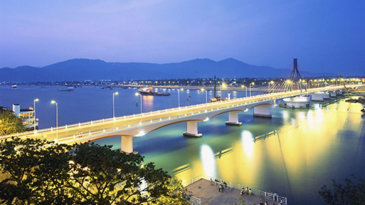 Major overpass opens to traffic in Danang