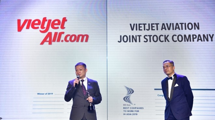 Vietjet among Vietnamese winners of 'Best companies to work for in Asia' award