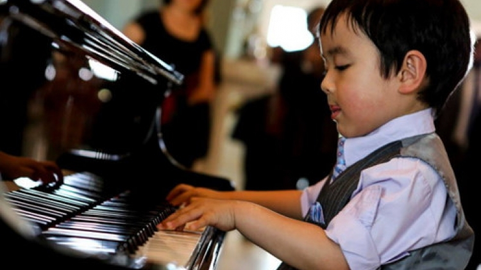 5-year-old piano prodigy to stun Vietnamese audiences