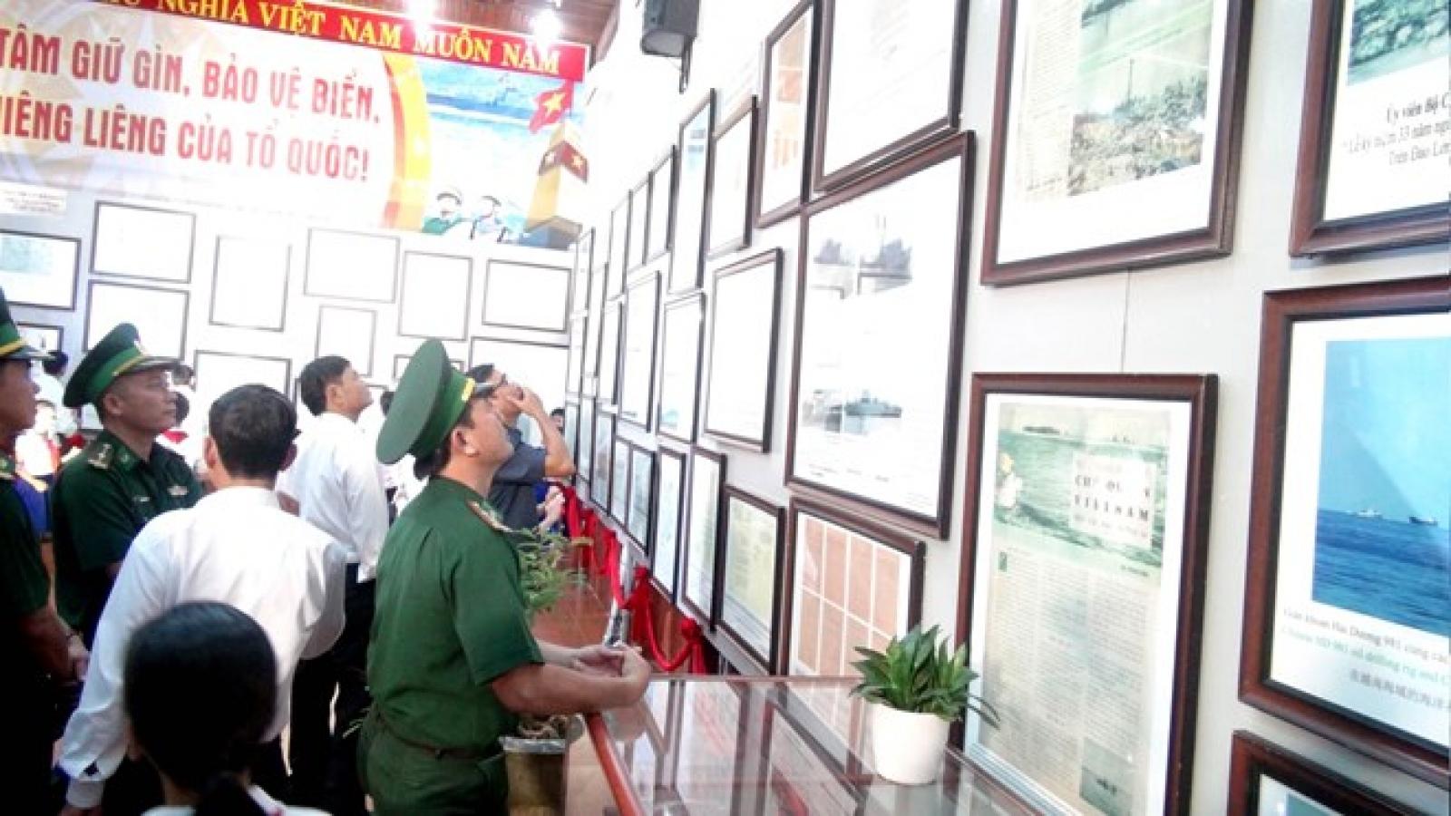 Exhibition on Vietnam's Hoang Sa, Truong Sa held in Quang Tri
