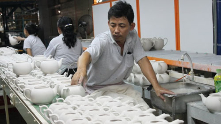 Policies give preferences to FIEs, neglect domestic enterprises