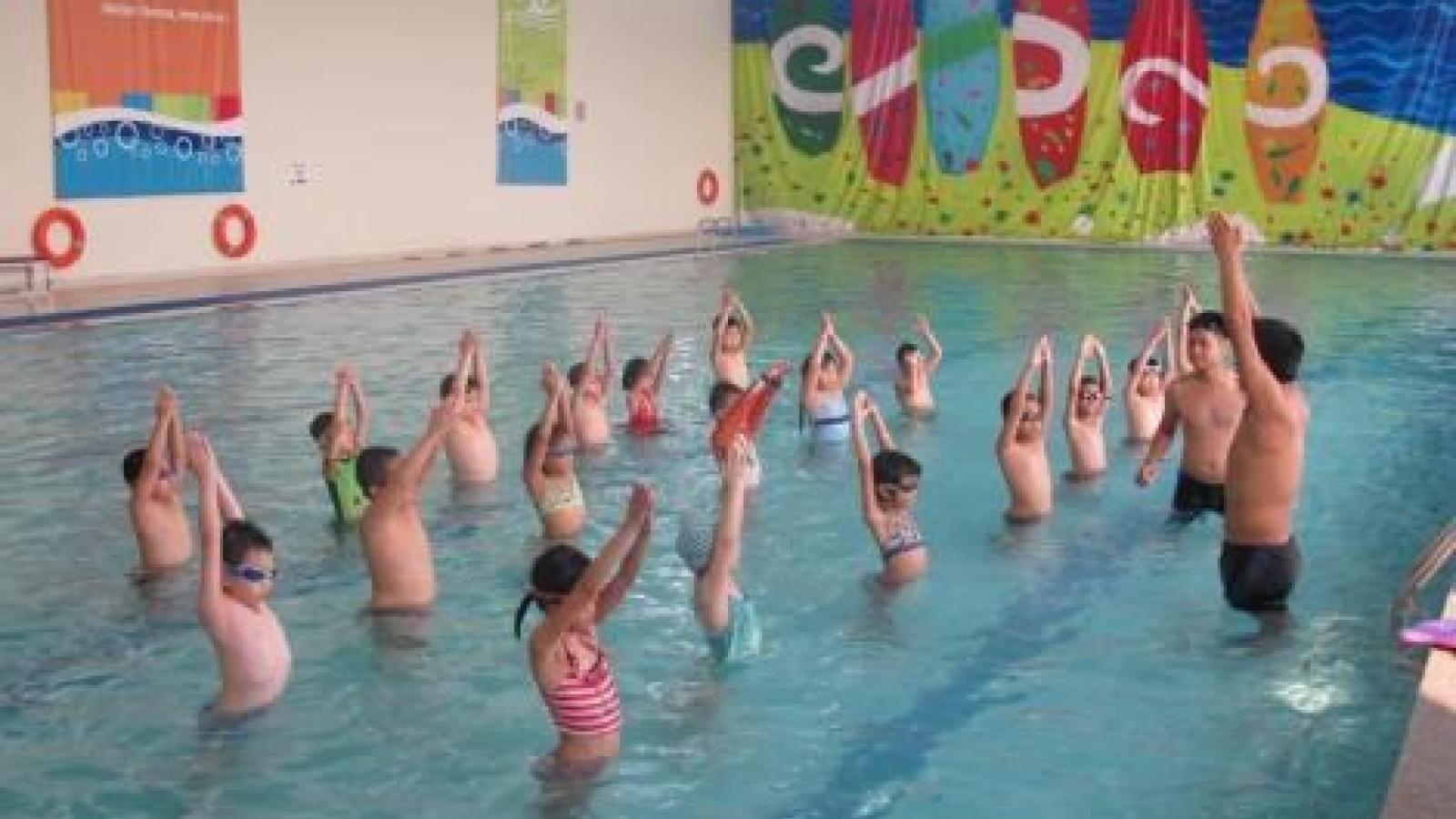 Dong Thap popularises swimming skills for children