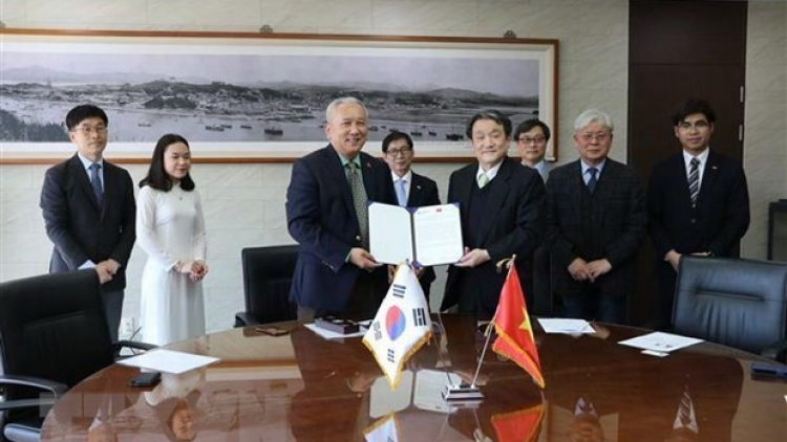 Korean university grants scholarships to Vietnamese students