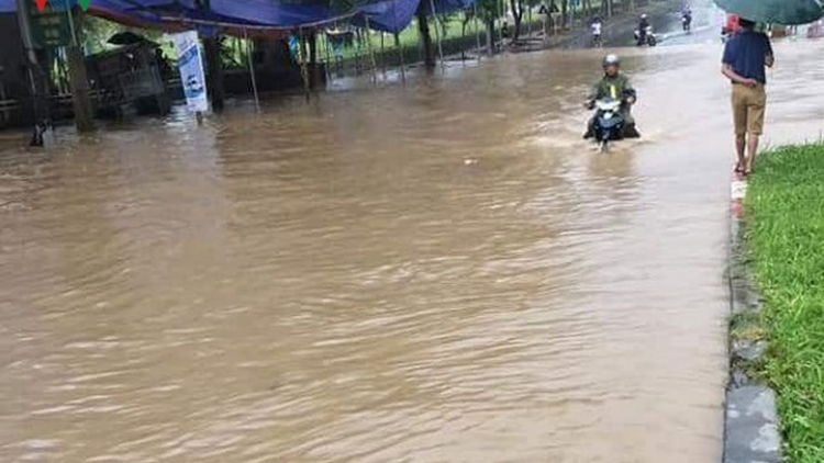 Lai Chau floods cause traffic gridlock