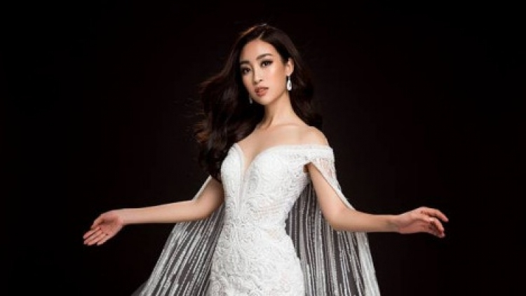 My Linh showcases three evening gowns at Miss World 2017