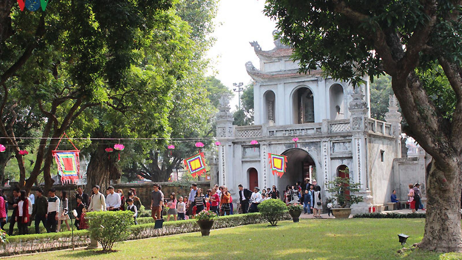 Thousands of calligraphy lovers flock to Van Mieu Temple