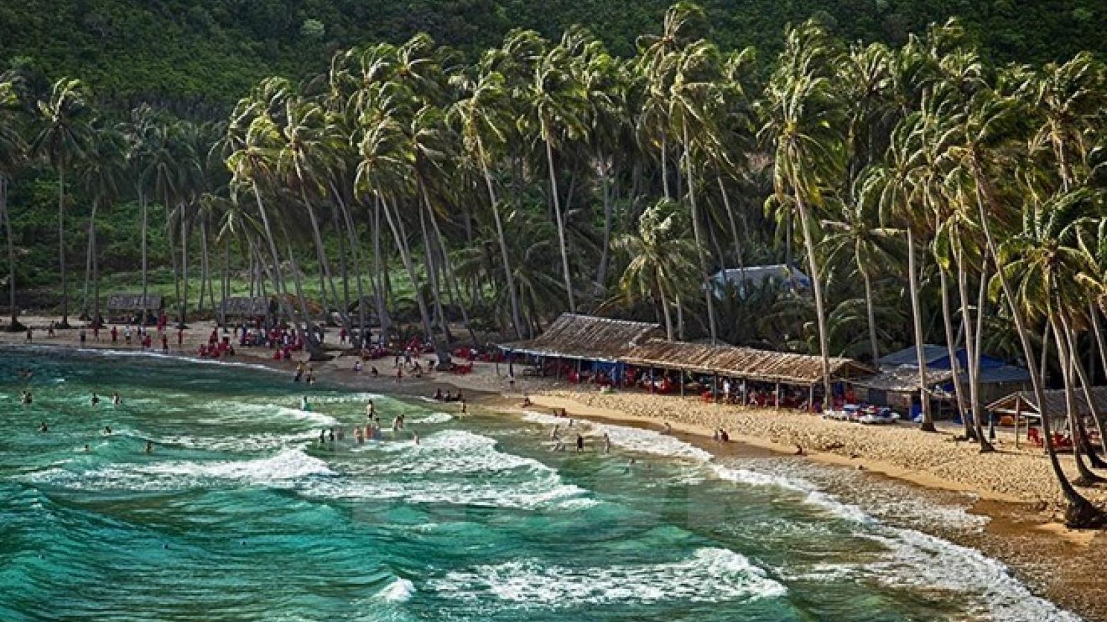 Visitors explore beauty of Vietnam's seas, islands through photos