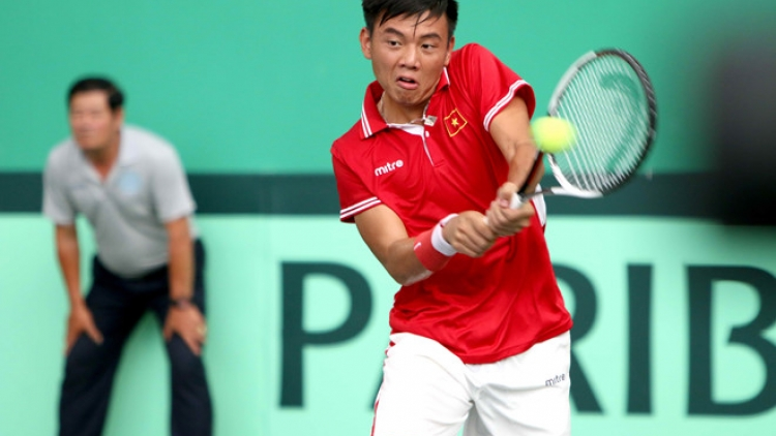 Vietnamese tennis team receive Davis Cup promotion