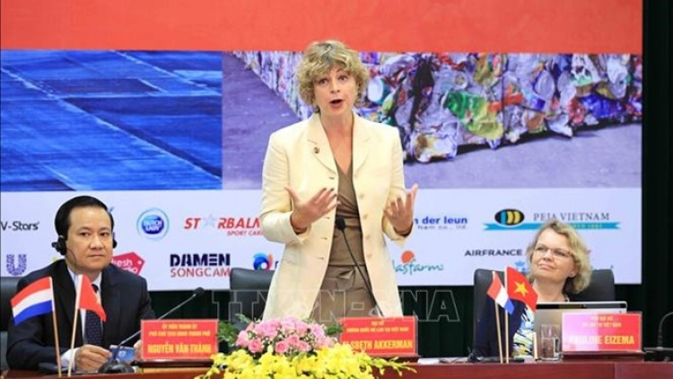 Netherlands shares experience in smart port development