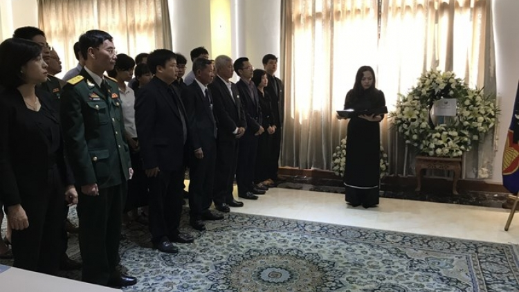 Overseas ceremonies pay homage to late PM Phan Van Khai