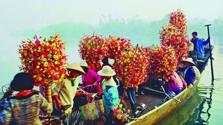 Tet markets in Vietnam's Hue City, then and now