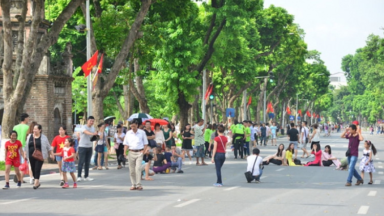 Hanoi streets pedestrianised for New Year 2018 holiday