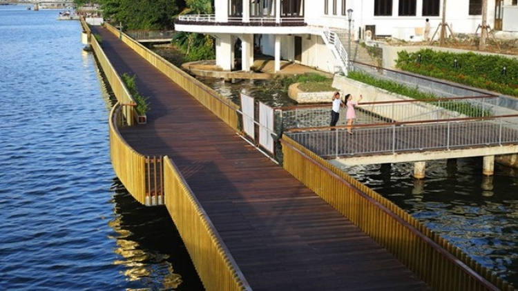 RoK-funded wooden walk along Huong river inaugurated