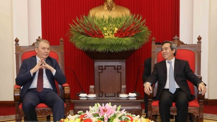 Communist Parties of Vietnam, Russia seek to bolster economic ties