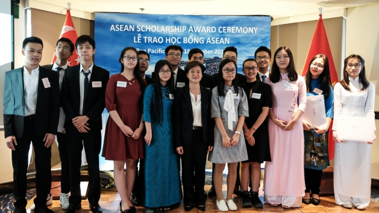 12 Vietnamese students earn ASEAN scholarships