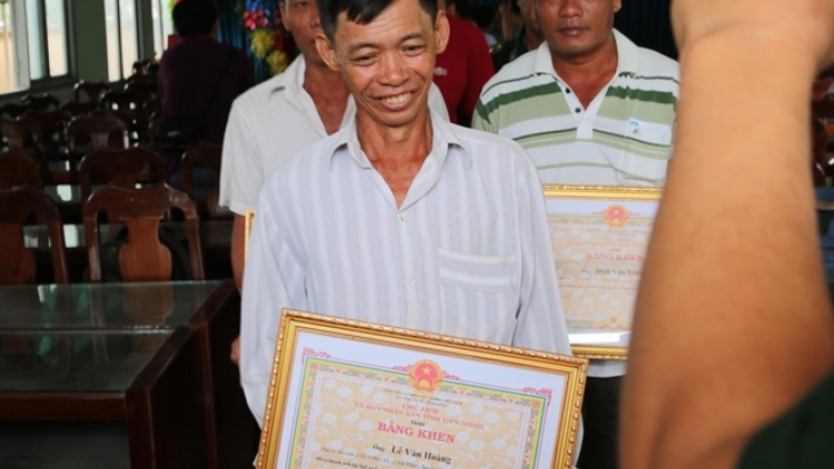 Tien Giang fishermen honoured following rescue of Philippine crew