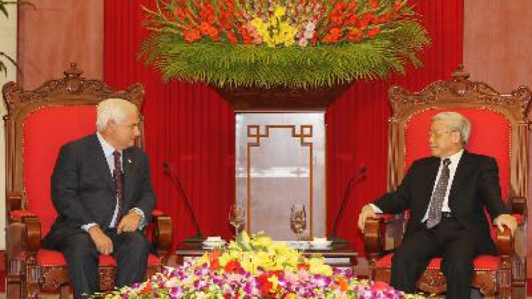 Party Secretary Nguyen Phu Trong receives Lao guest