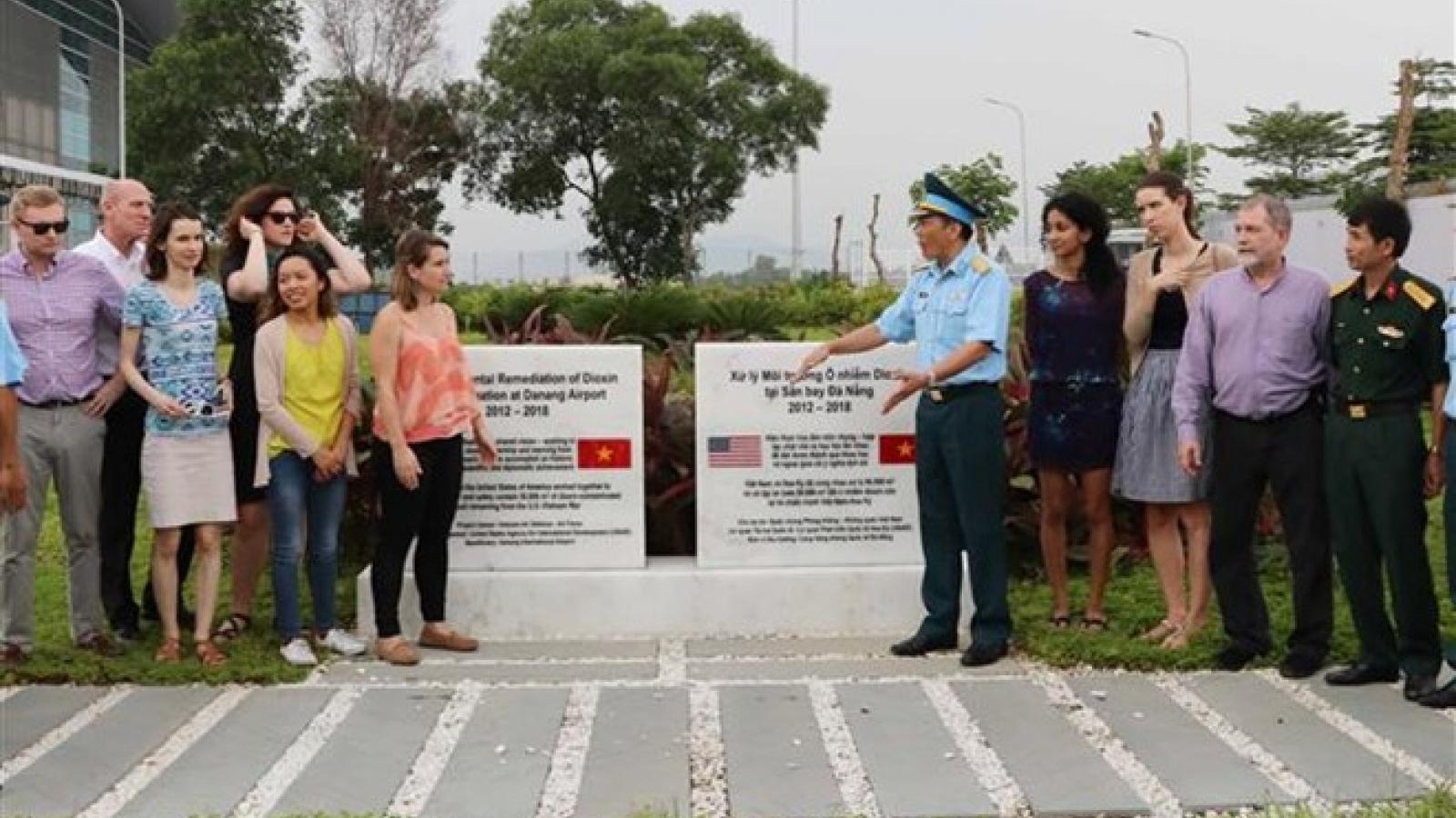 US delegation visits dioxin detoxification project in Da Nang