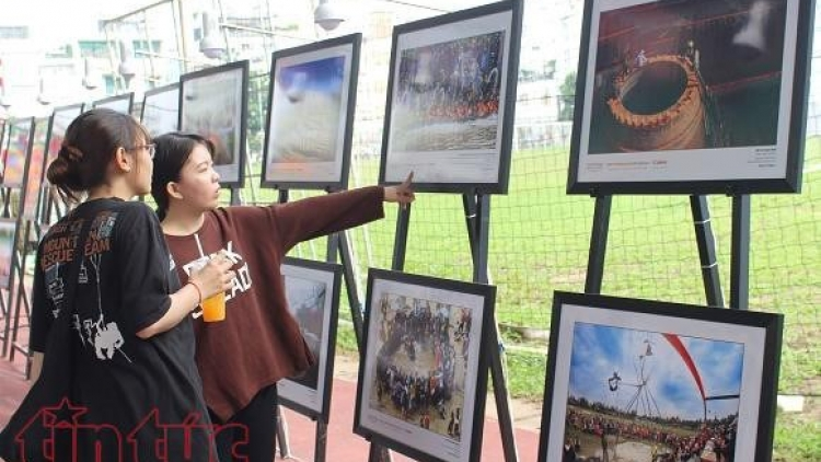 Vietnamese charms on display at photo exhibition in HCM City