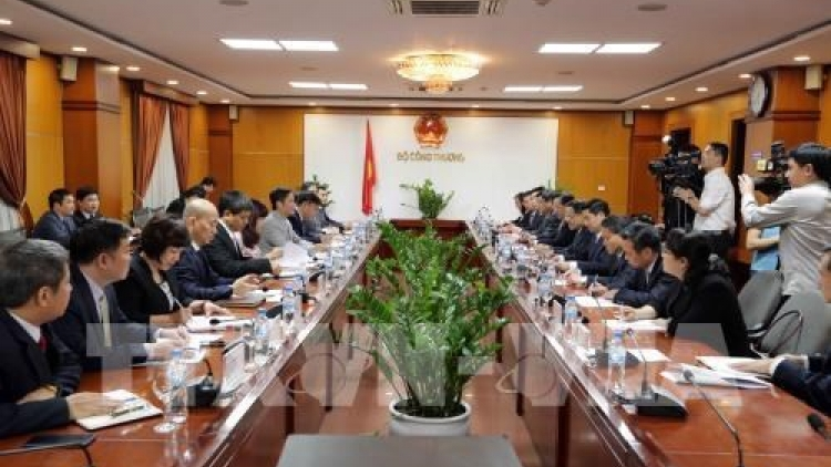 Vietnam, China look for stronger trade ties