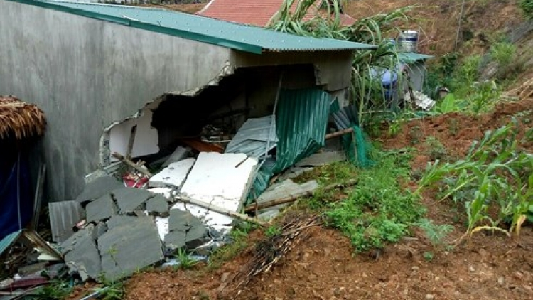 Tornado leaves path of destruction in Dong Nai