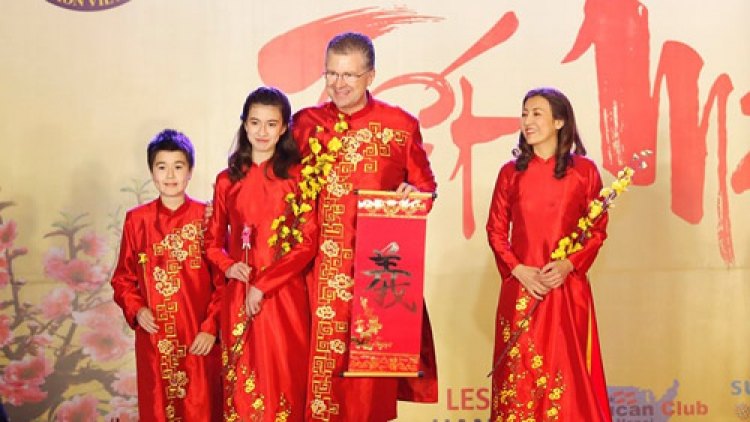 US Ambassador, his family wear red Ao Dai to embassy Tet event