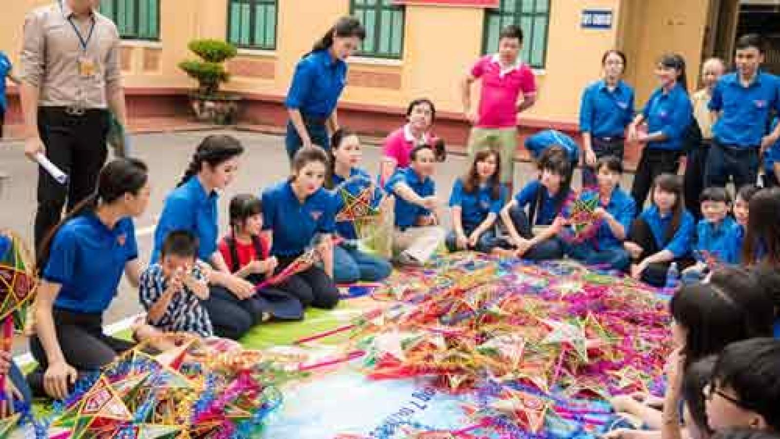 Ngoc Han celebrates Mid-Autumn Festival with poor children