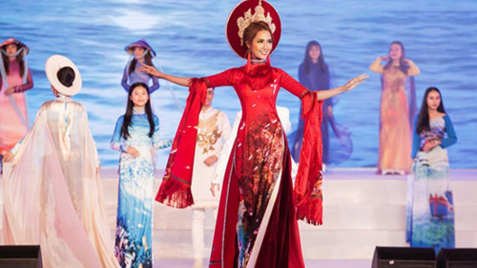 Celebrities dazzle in Ao Dais during Nha Trang Festival