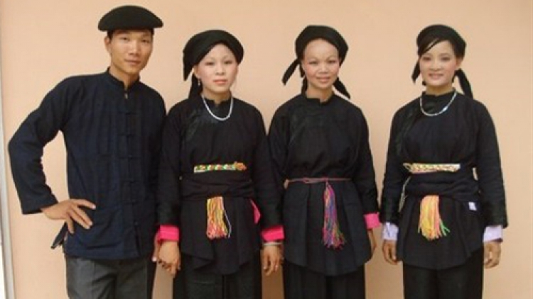 Traditional clothes of the Nung