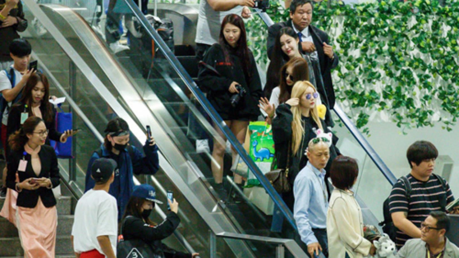 Korean band T-ara warmly welcomed in Vietnam