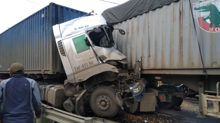 One dead after head-on container truck collision
