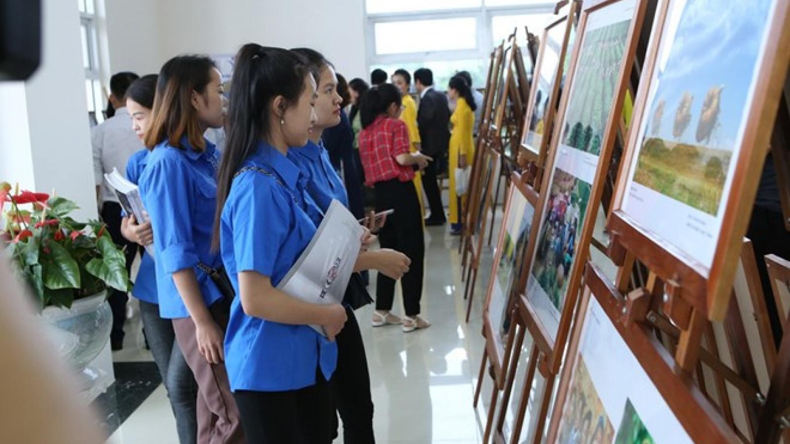 ASEAN photo, documentary exhibition opens in Hoa Binh