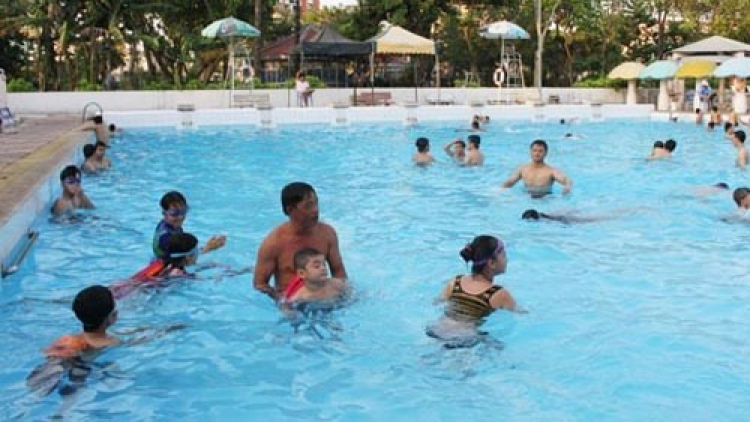 HCM City schools to offer swimming lessons