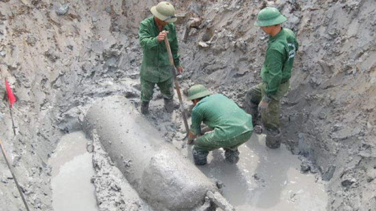 Unexploded bomb unearthed in Dak Nong