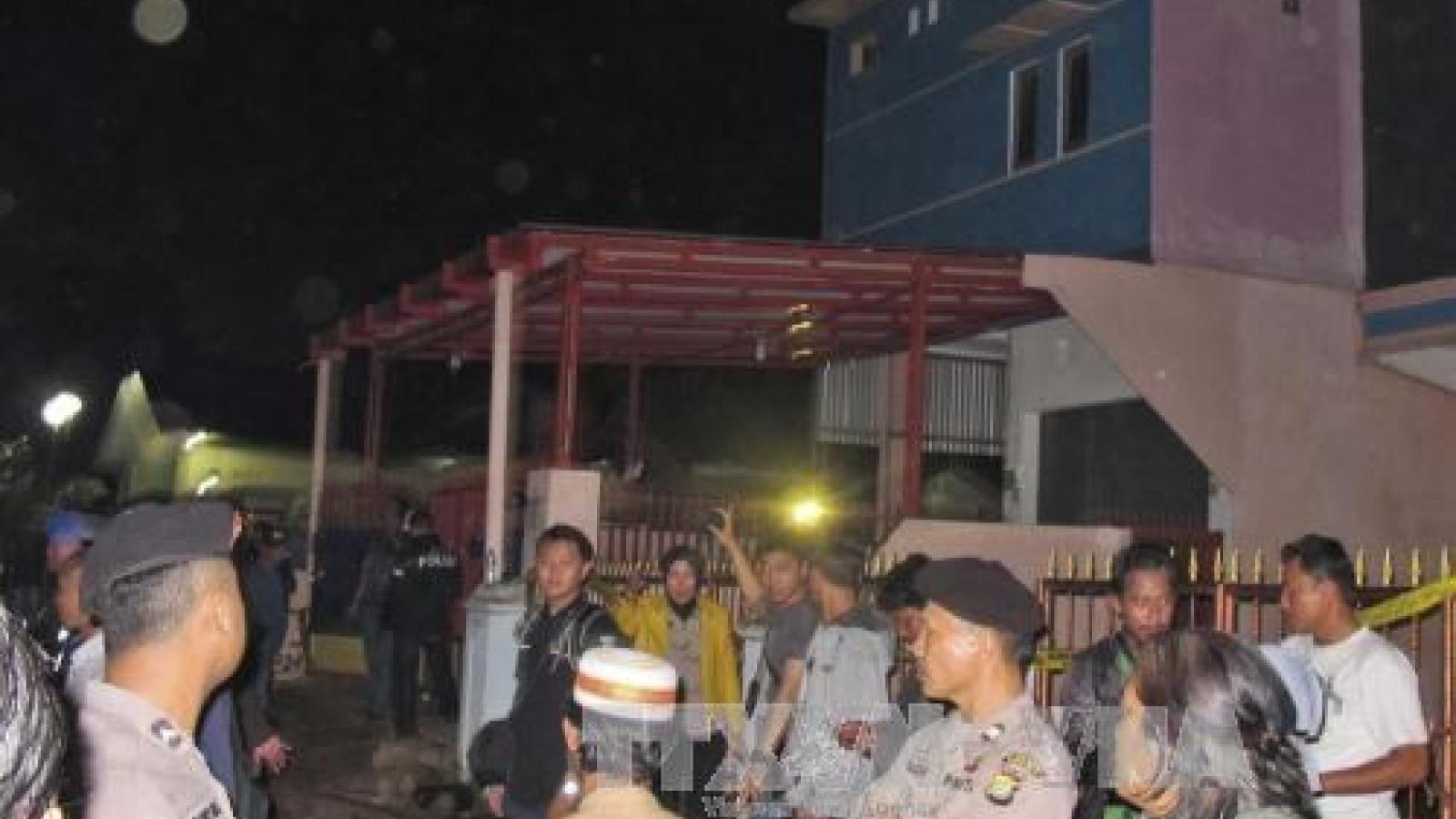 Indonesian police evacuates Jakarta's outskirts due to bomb