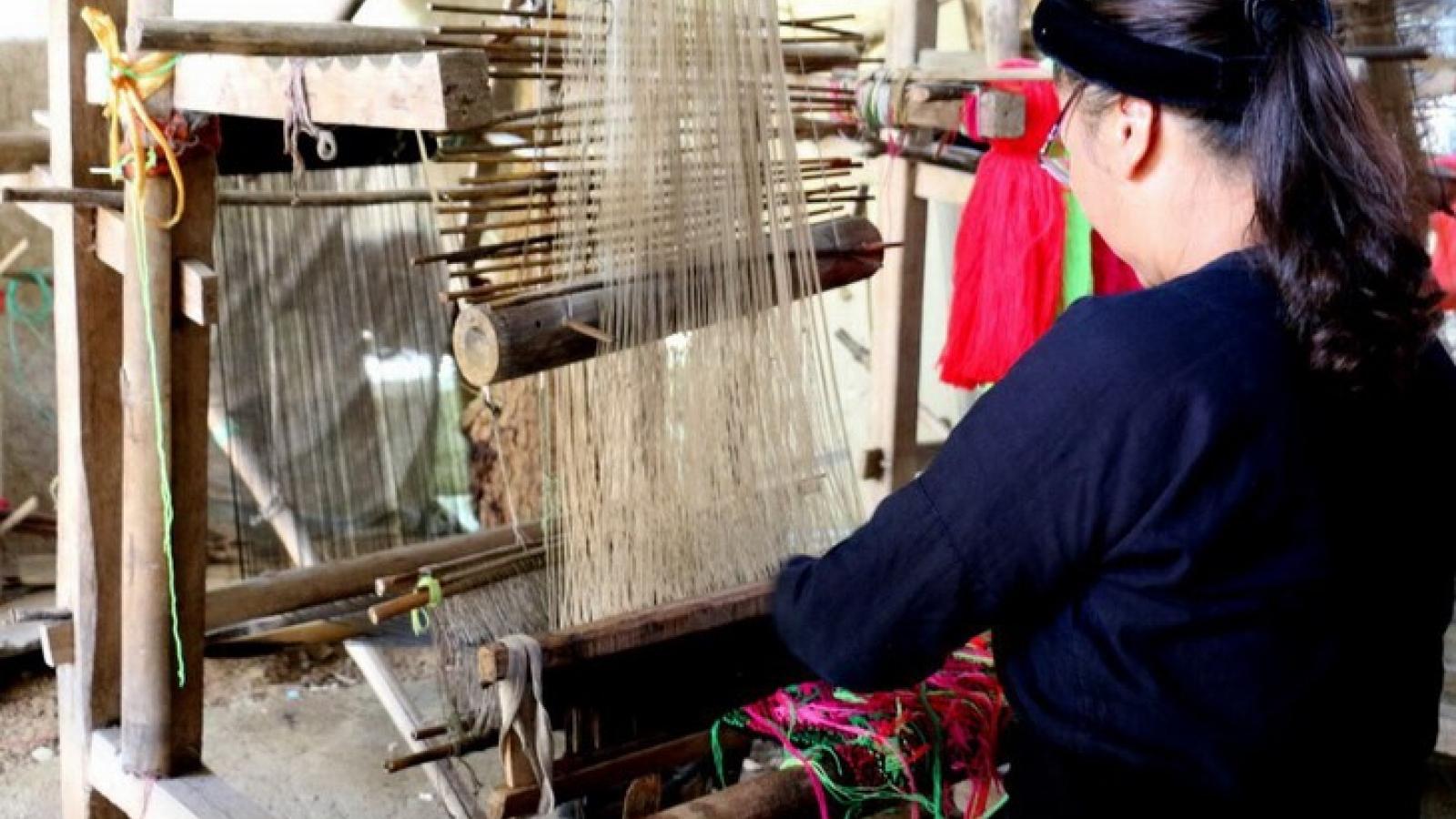 Weaving – traditional craft of Tay ethnic minority