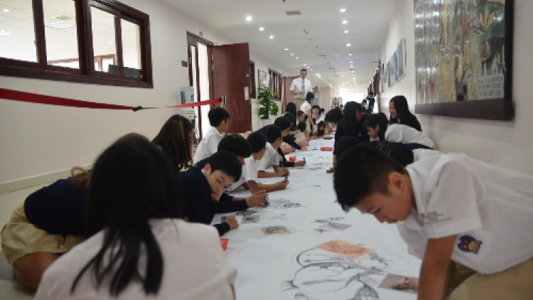 Hanoi university students join London logo competition